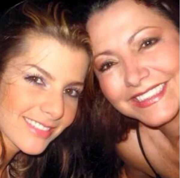 Carolina Cruz y mamá Luz María Osorio.