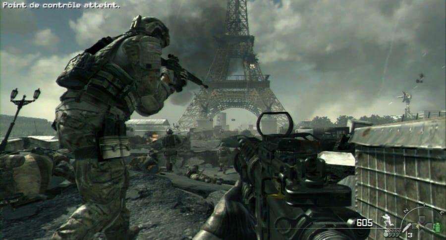 Militar apuntando con una arma.