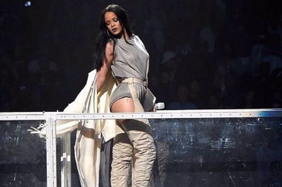 Rihanna pasarela