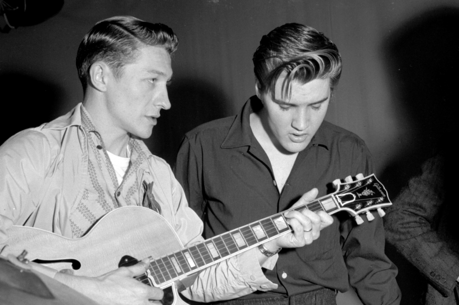 Scotty Moore y Elvis Presley