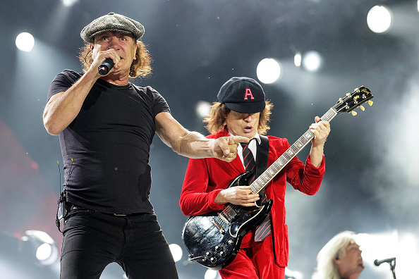 Brian Johnson y Angus Young de AC/DC.
