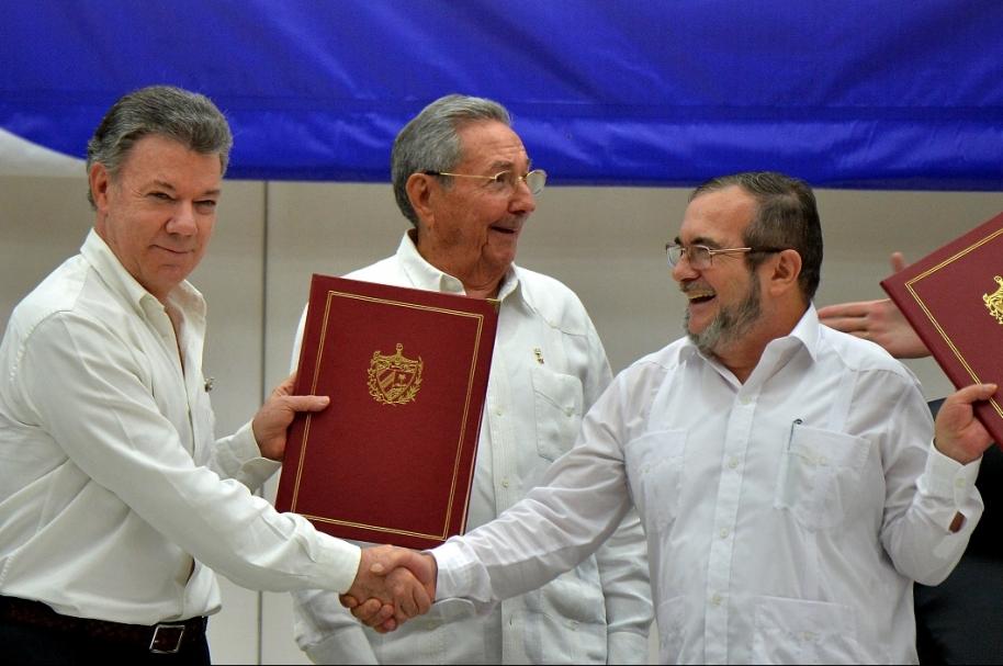 Juan Manuel Santos, presidente de Colombia, y alias 'Timochenko' , jefe de las Farc..