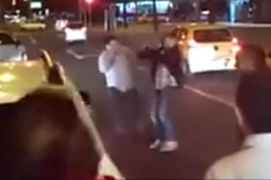 Taxistas peleando