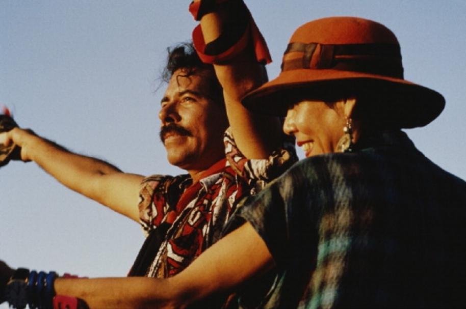 Ortega y su esposa