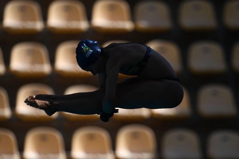 Una nadadora brasileña entrena para los Juegos Olímpicos Río 2016.