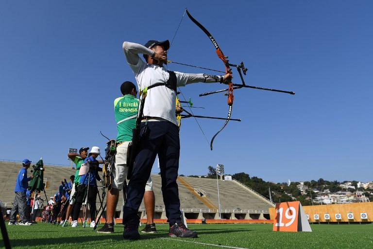 Un arquero de Corea del Sur entrena para los Juegos Olímpicos Río 2016.