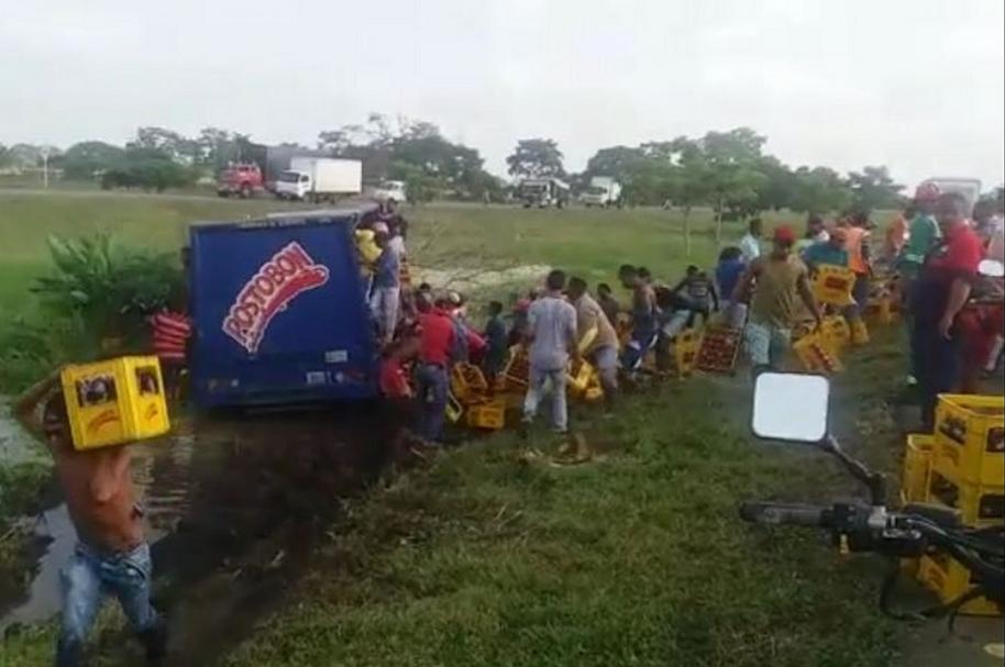 Roban camión accidentado en Cartagena