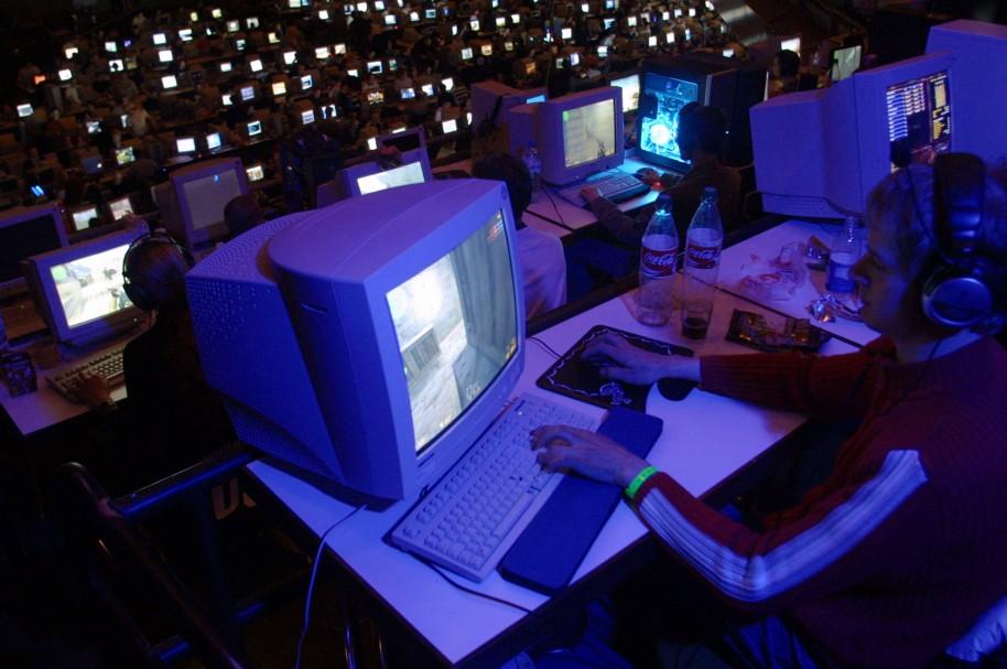 Personas jugando juegos online - pulzo.com