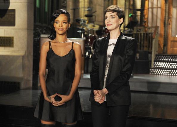 Rihanna y Anne Hathaway