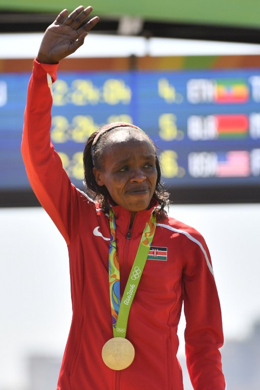La keniana Jemima Jelagat Sumgong consiguió la medalla de oro en la maratón femenina.
