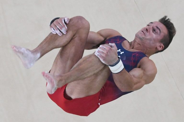 El gimnasta estadounidense Samuel Mikulak tras un salto. Pulzo.com