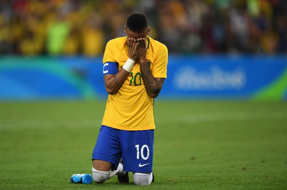 Neymar llora después de ganar la medalla de oro en Rio - pulzo.com