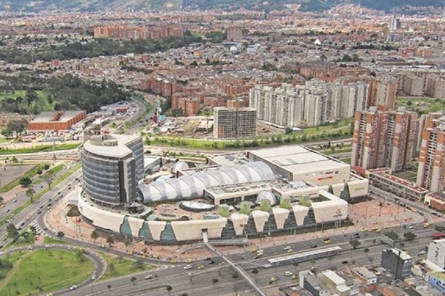 Panorámica del centro comercial en Bogotá