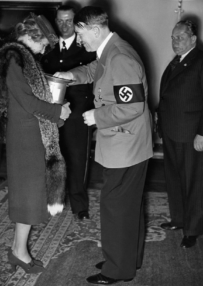 Magda Goebbels con Adolf Hitler | Getty Images