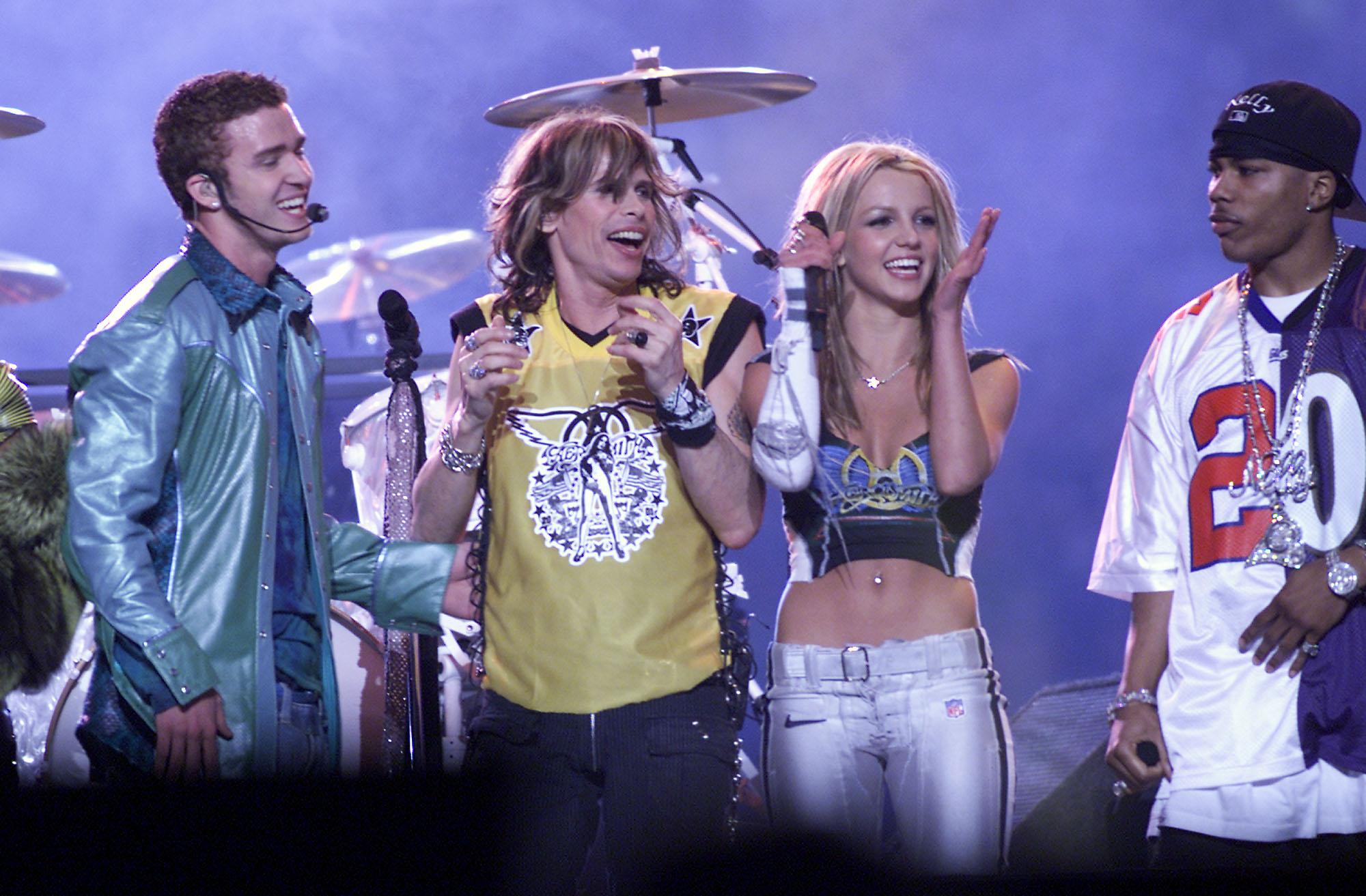 ustin Timberlake, Steven Tyler y Britney Spears durante el show del Super Bowl
