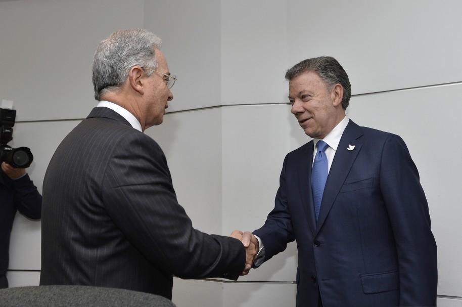 Reunión Uribe Santos