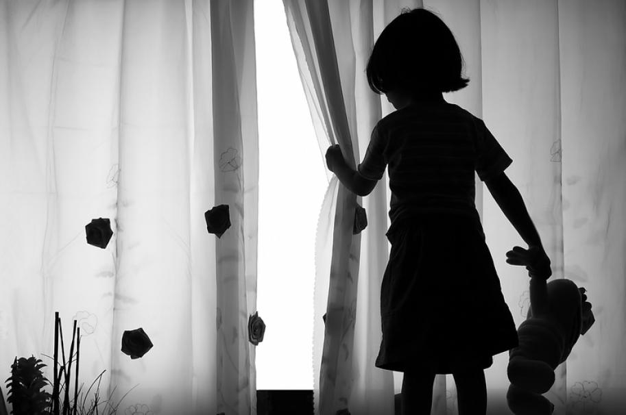 Niña y su muñeca. Pulzo.com