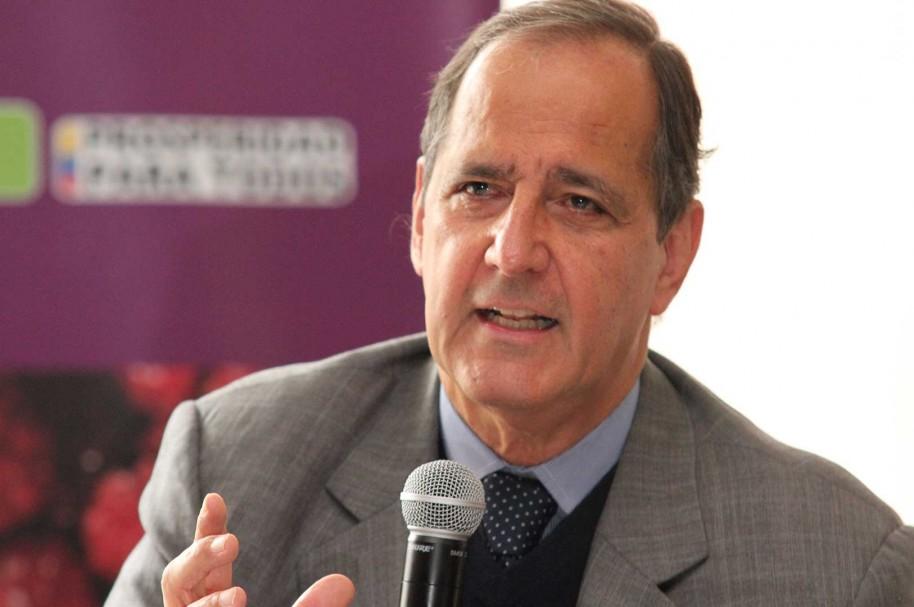 Exministro Juan Camilo Restrepo será el Jefe del Equipo Negociador con el ELN