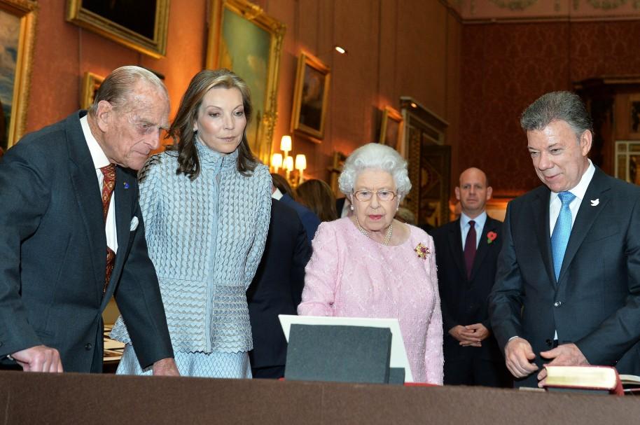 Regalos de la familia real británica a Santos y su esposa
