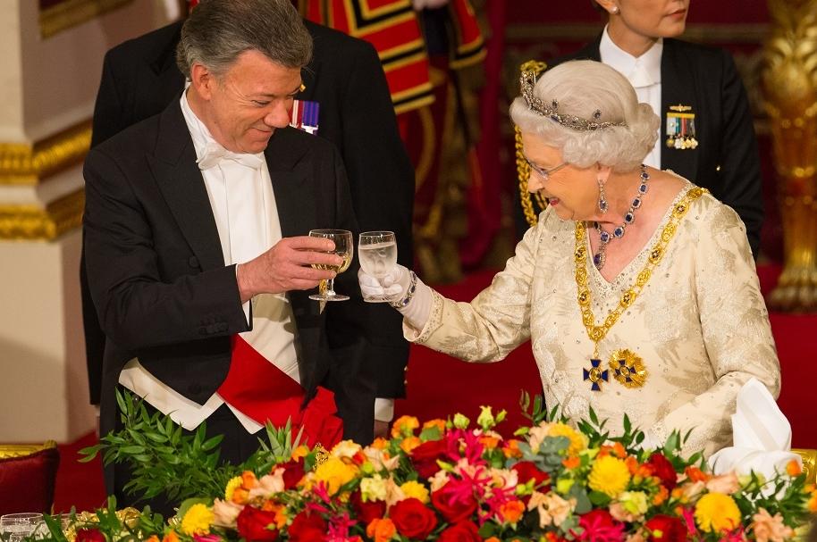 Cena de Santos con Reina Isabel II