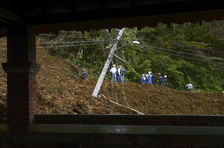 Finaliza rescate en derrumbe de Copacabana