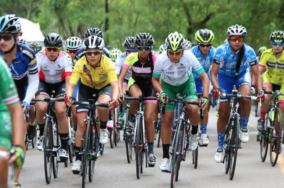 Mujeres ciclistas profesionales, en carretera