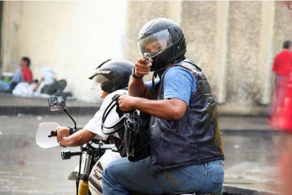 Delincuentes en motocicleta