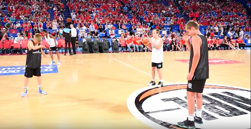 #MannequinChallenge en estadio de baloncesto, en Australia. Pulzo.com