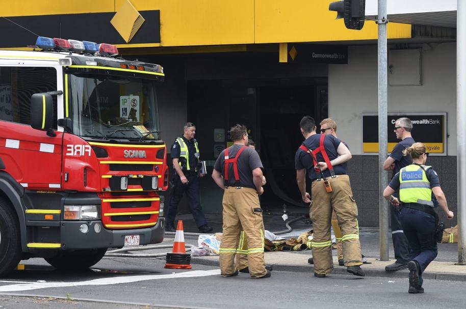 Incendio provocado en banco australiano.