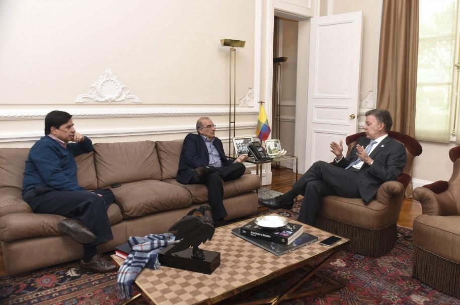 Reunión de Santos con Juan Fernando Cristo y Humberto de la Calle