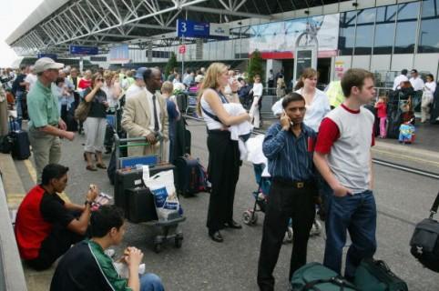 Pasajeros en aeropuerto británico