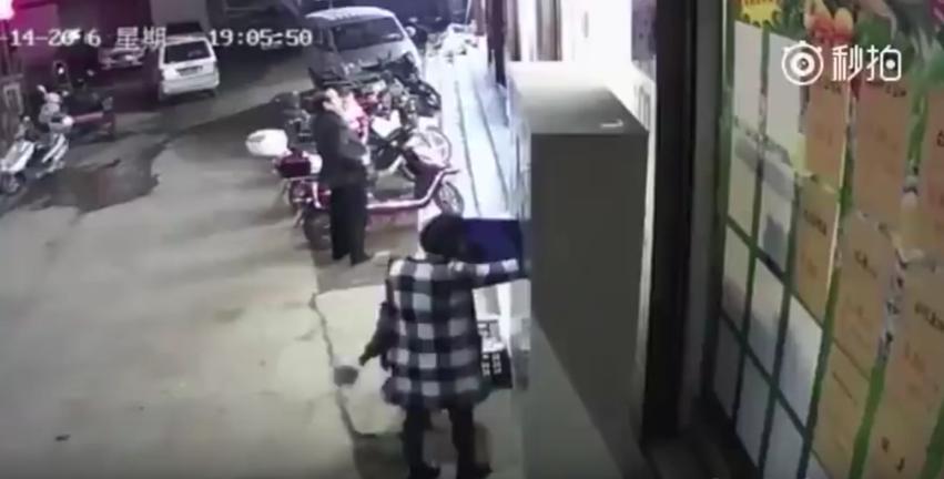 Casillero cae sobre niño y ocasiona su muerte. Pulzo.com