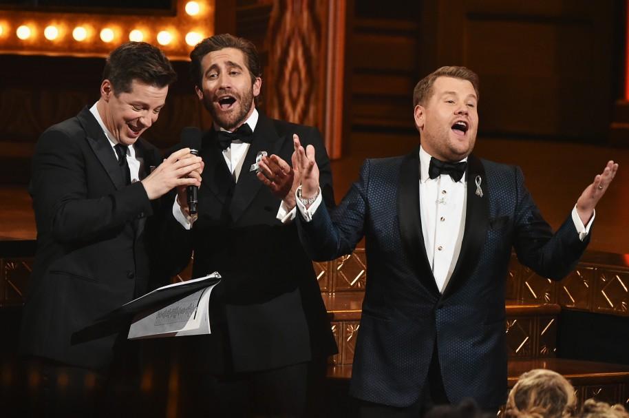 Sean Hayes, Jake Gyllenhaal y James Corden