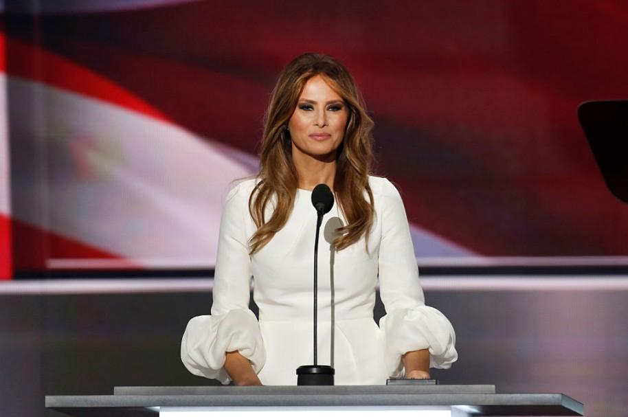 Diseñadores no quieren vestir a Melania Trump