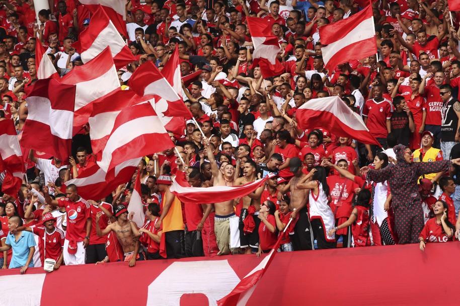 Hinchas de América en el estadio Pascual Guerrero