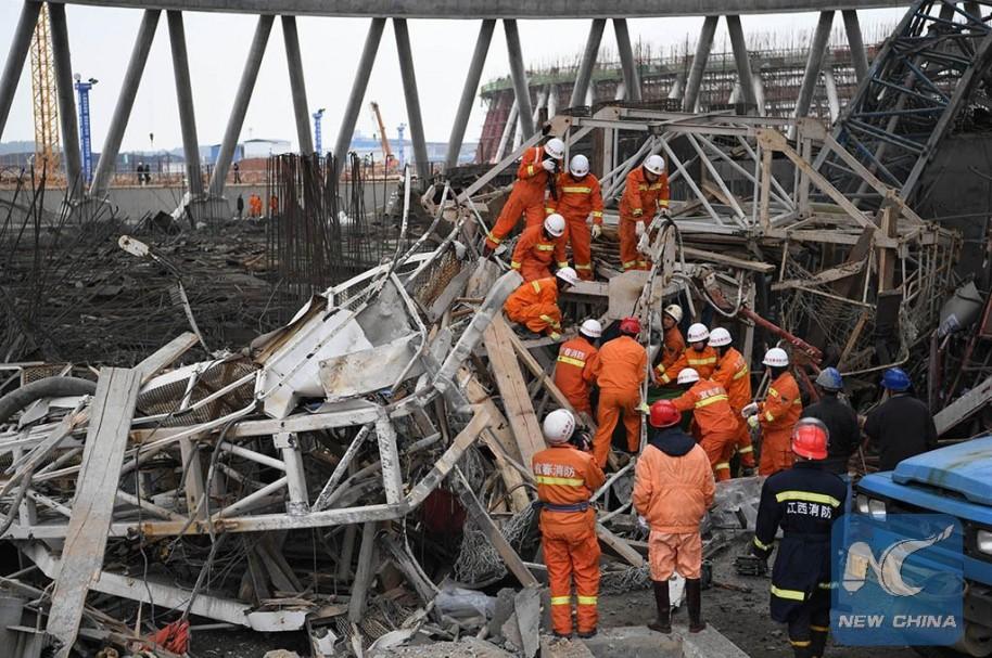 Rescatistas buscan sobrevivientes en la planta eléctrica de Fengcheng