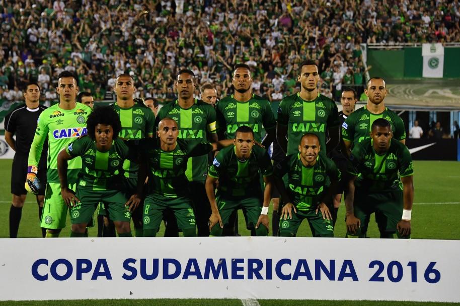 Jugadores de Chapecoense posan antes de la semifinal de Copa Sudamericana