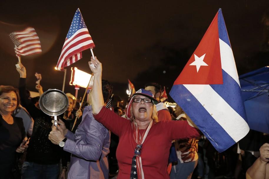 Cubanos americanos celebran en 'la pequeña Habaña' la muerte de Fidel
