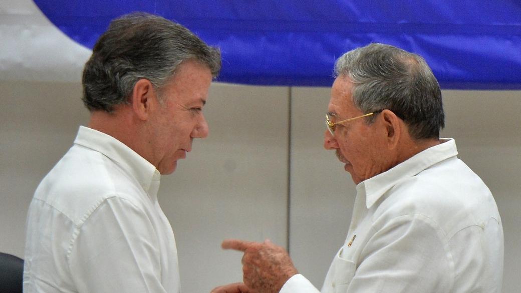 Juan Manuel Santos, presidente de Colombia, y Raúl Castro, hermano del fallecido Fidel Castro y presidente de Cuba.