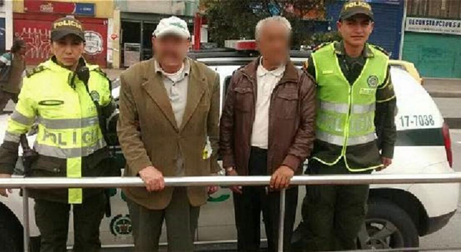Abuelos señalados de robar en Transmilenio