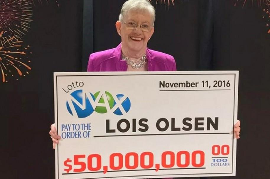 Mujer de 80 años se gana la lotería en Canadá