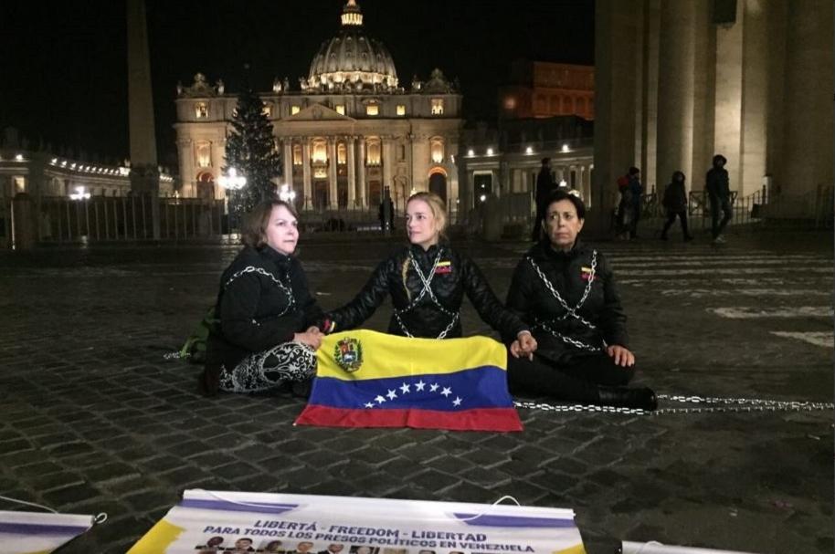 Lilian Tintori encadenada en el Vaticano