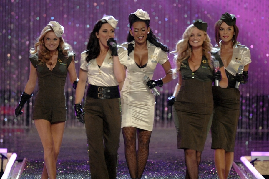 Geri Halliwell, Melanie Chisholm, Melanie Brown, Emma Bunton y Victoria Beckham, integrantes de Spice Girl.