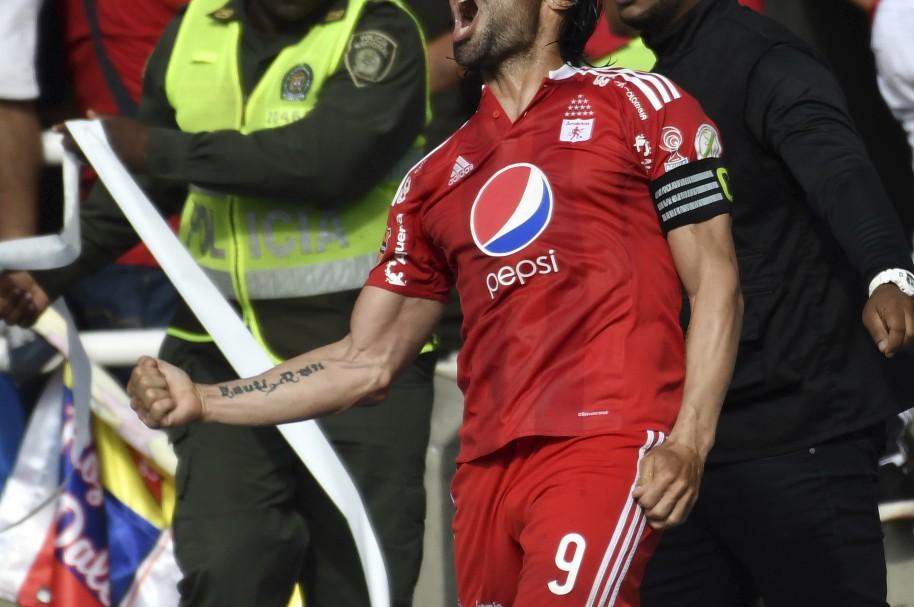 Ernesto 'Tecla' Farías celebra un gol del América