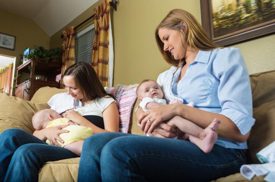Dos madres comparten con sus hijos