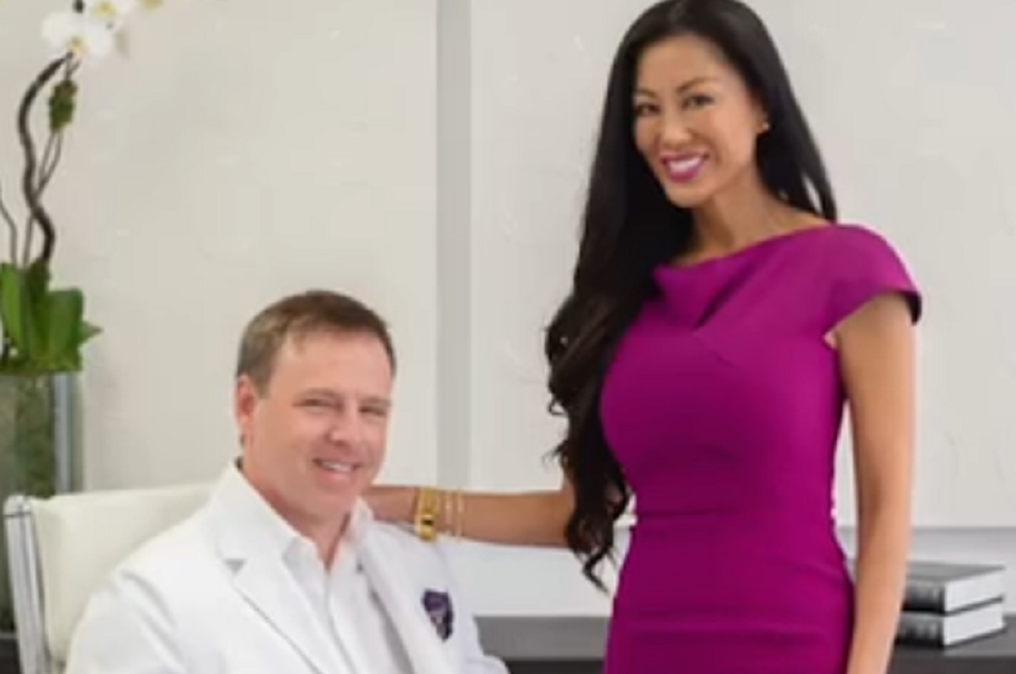 Cirujano plástico rediseñó a su esposa