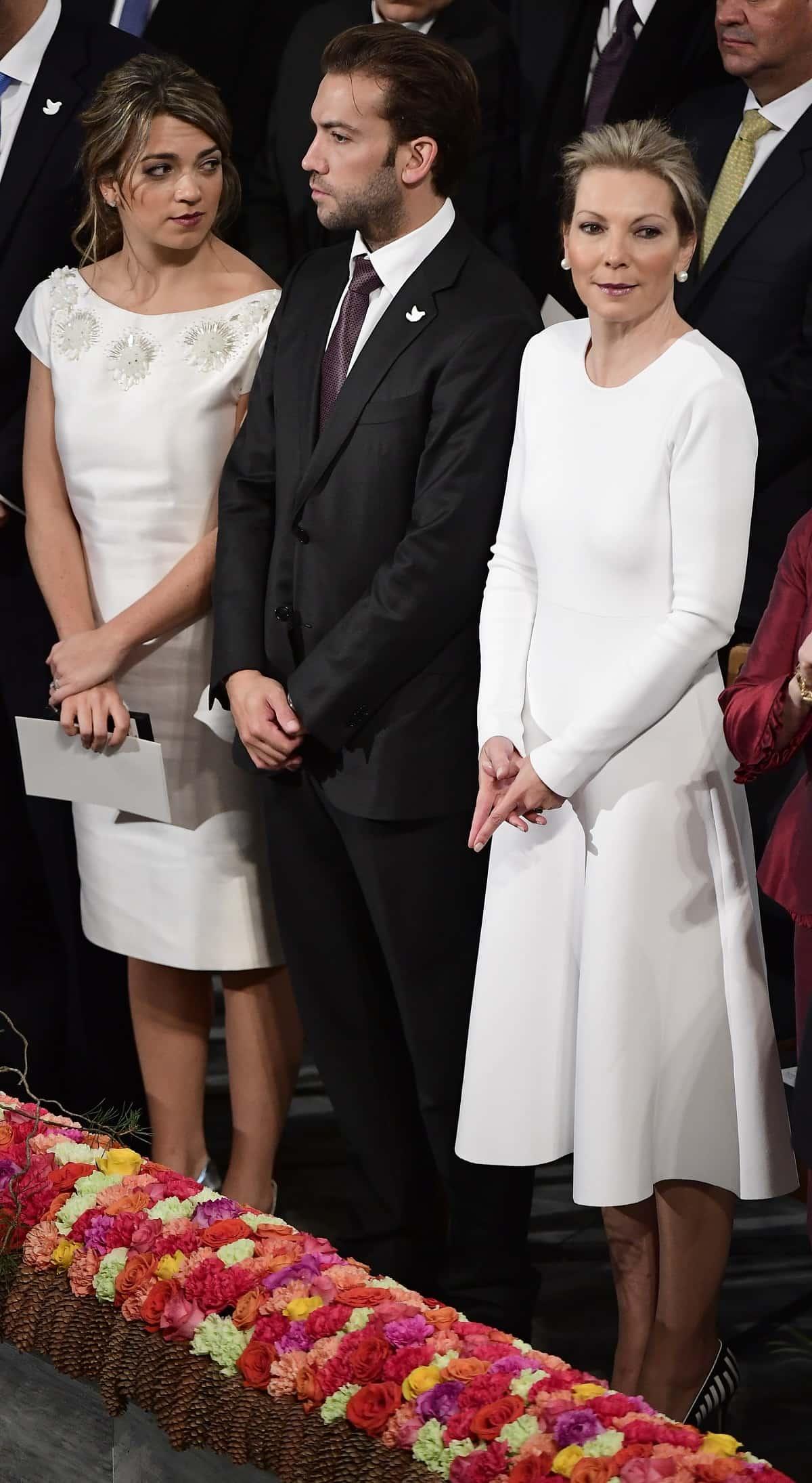 María Clemencia Rodríguez de Santos, primera dama, junto a sus hijos.