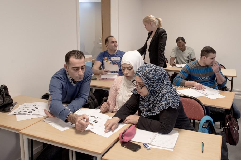 Estudiantes de distintas nacionalidades en una universidad