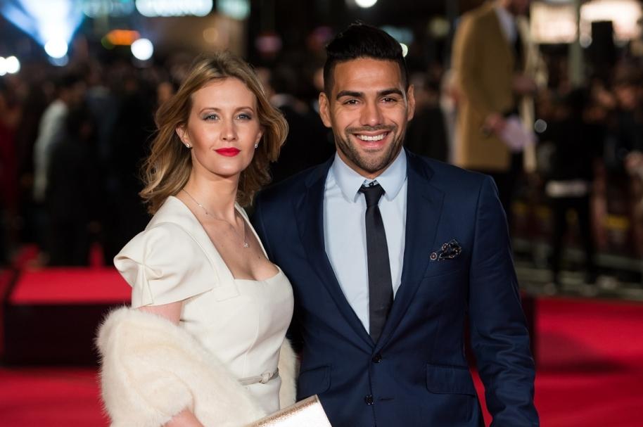 Falcao García, futbolista del Mónaco y la Selección Colombia, y su esposa, la cantante Lorelei Tarón.