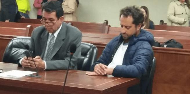 Rafael Uribe Noguera (der.) en juicio